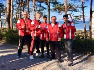 SHABJ-Delegation, u.a. rechts Erik Khrshoyan, links daneben SHABJ-/ACE-Trainer Zekeriya Yücel (SHABJ-Foto)